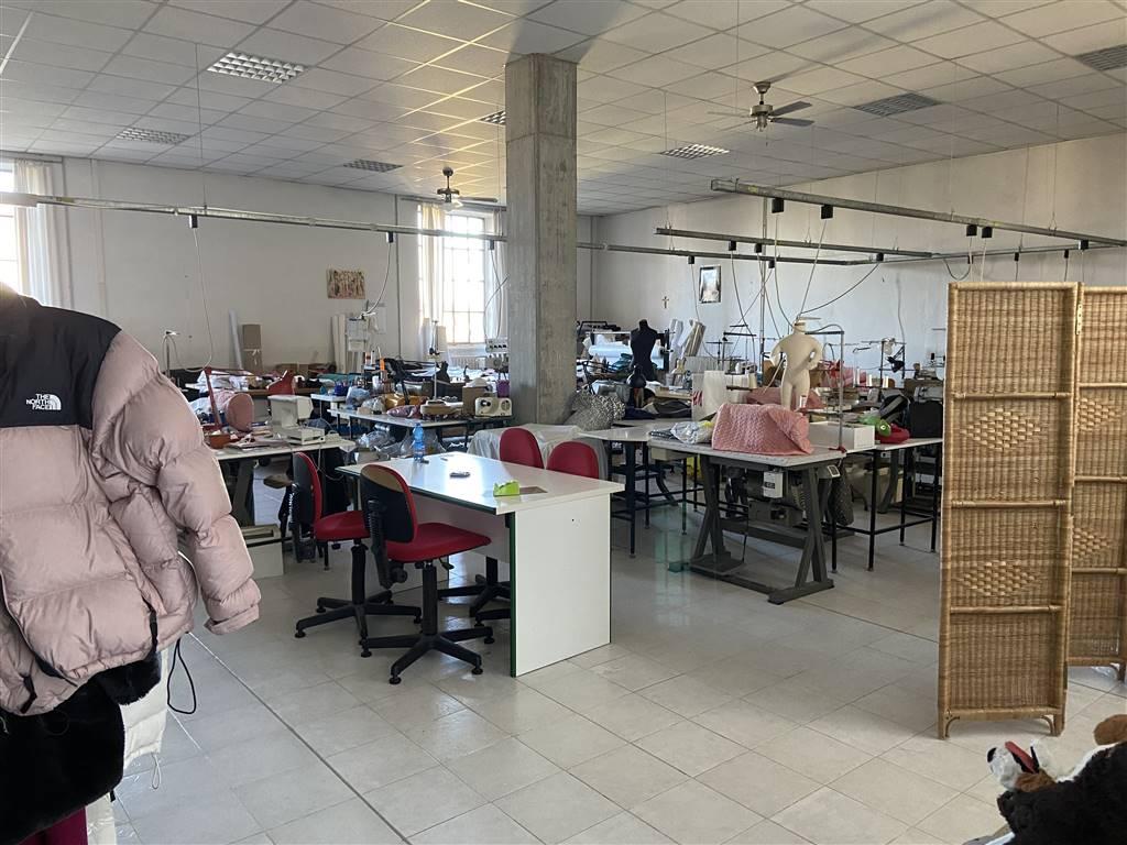 Capannone in vendita a Vigevano, 9 locali, prezzo € 590.000 | CambioCasa.it