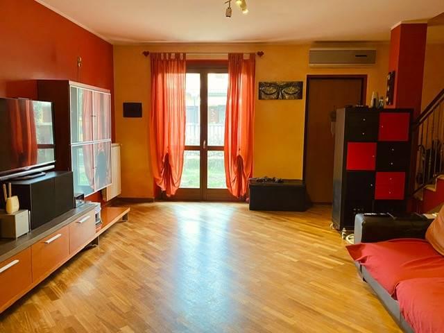 Villa in vendita a Gambolò, 5 locali, zona Località: GAMBOLO', prezzo € 210.000 | CambioCasa.it