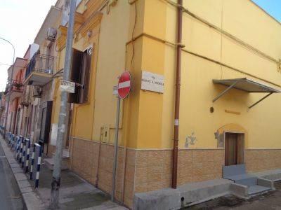 Soluzione Indipendente in vendita a Bari, 8 locali, zona Località: CEGLIE, prezzo € 220.000 | CambioCasa.it