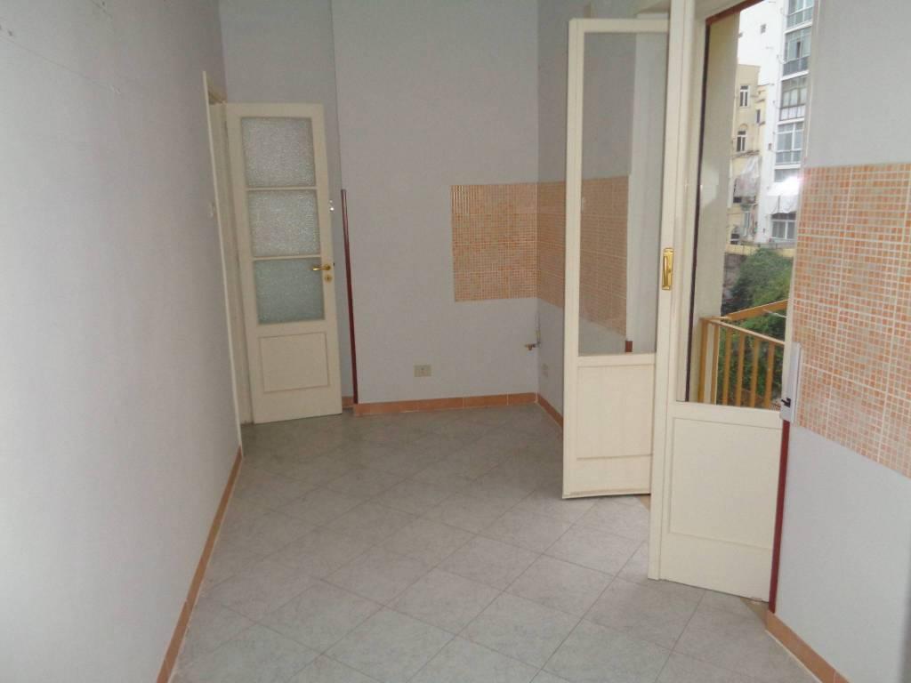 Appartamento in vendita a Bari, 5 locali, zona Zona: Libertà, prezzo € 219.000 | CambioCasa.it