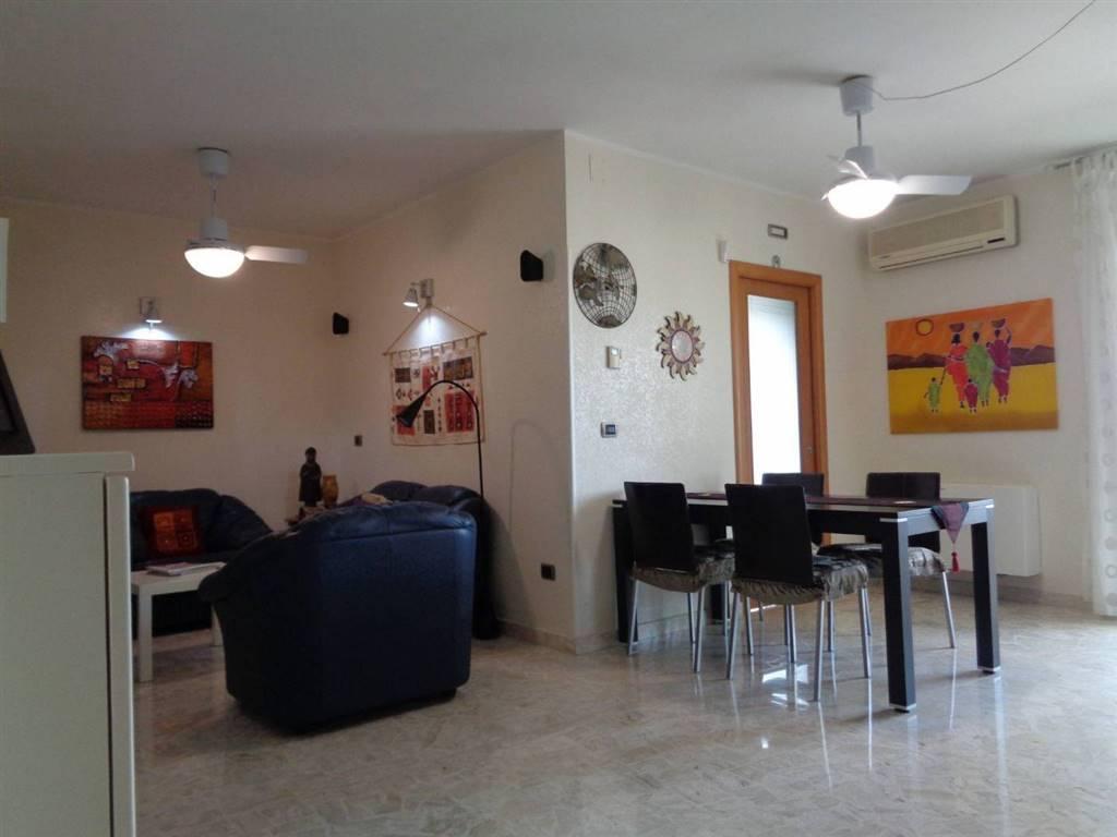 Appartamento in vendita a Valenzano, 3 locali, prezzo € 115.000   CambioCasa.it