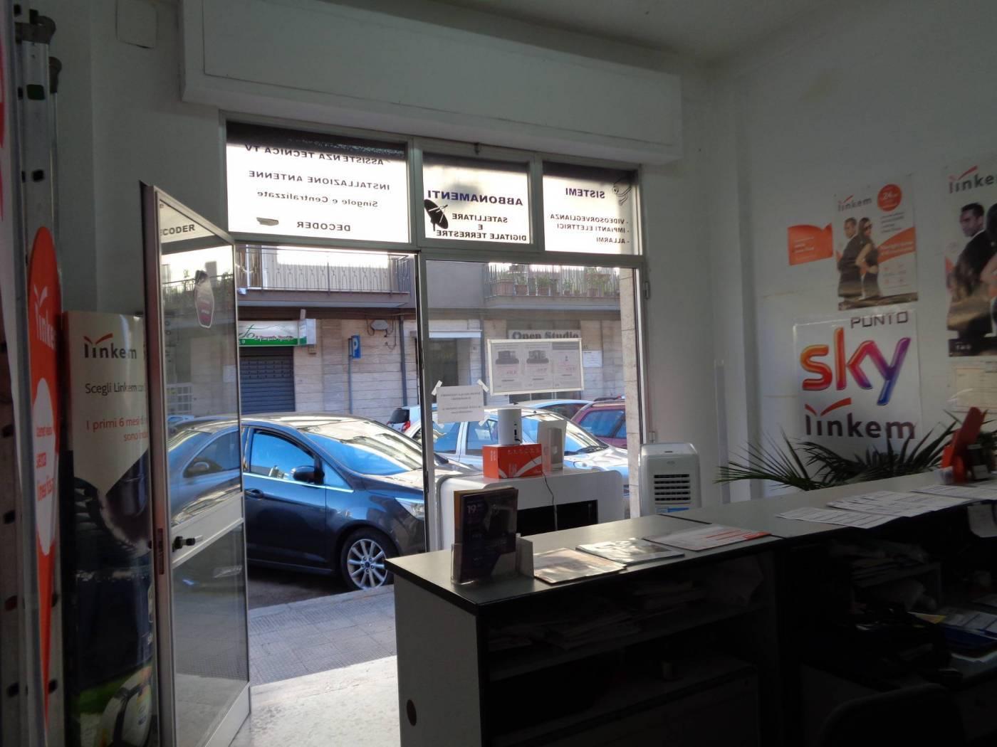 Immobile Commerciale in vendita a Valenzano, 1 locali, prezzo € 103.000   CambioCasa.it