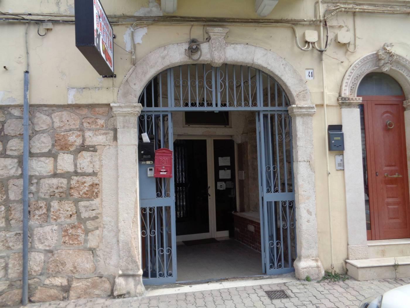 Attività / Licenza in vendita a Valenzano, 4 locali, prezzo € 195.000   CambioCasa.it