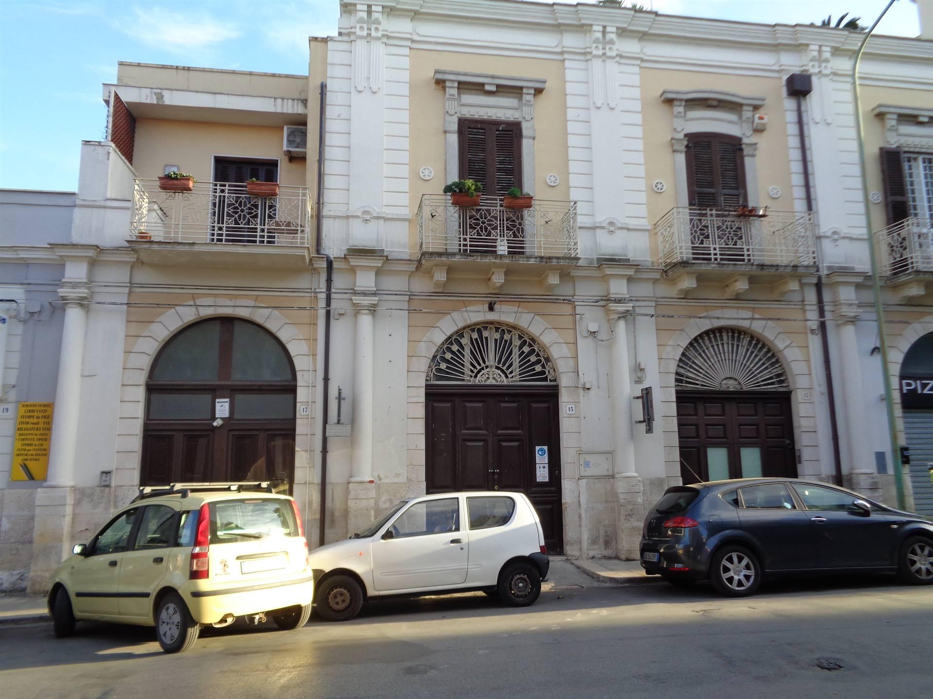 Negozio / Locale in affitto a Valenzano, 1 locali, prezzo € 830   CambioCasa.it