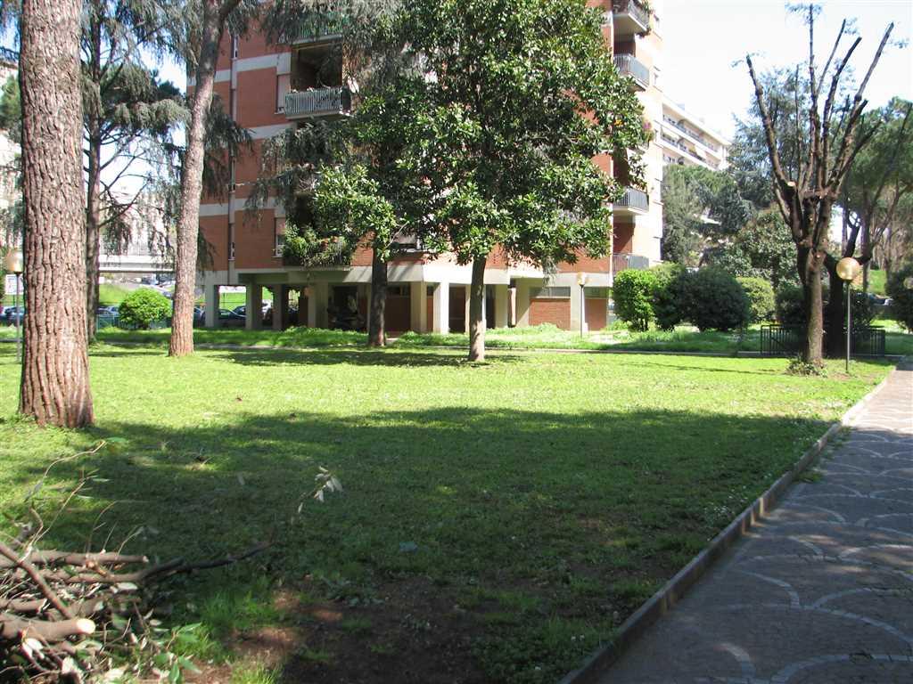 Appartamento in Viale Del Tintoretto 88, Eur (europa), Laurentino, Montagnola, Roma