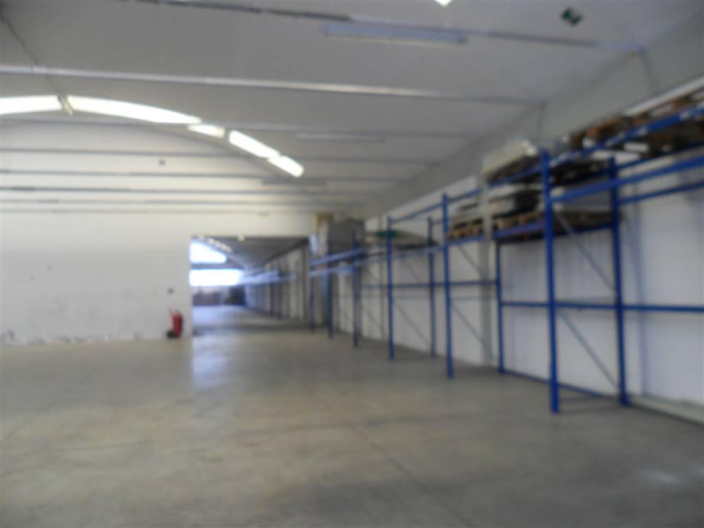 CALENZANO, Capannone industriale in affitto di 500 Mq, Riscaldamento Inesistente, Classe energetica: G, composto da: 1 Vano, 1 Bagno, Prezzo: € 2.750