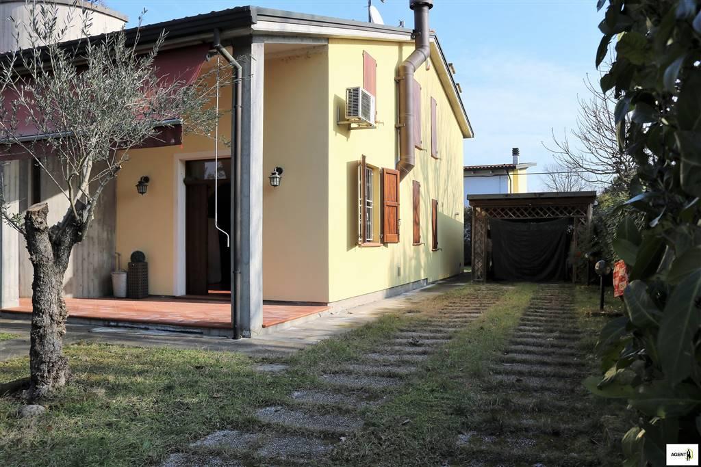 Villa Bifamiliare in vendita a Conselice, 6 locali, prezzo € 190.000 | CambioCasa.it