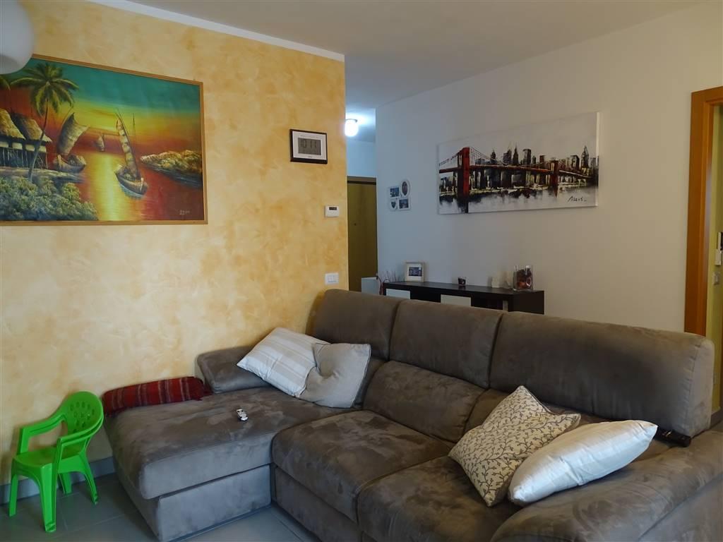Appartamento in vendita a Ravenna, 5 locali, zona Zona: Darsena, prezzo € 190.000 | CambioCasa.it