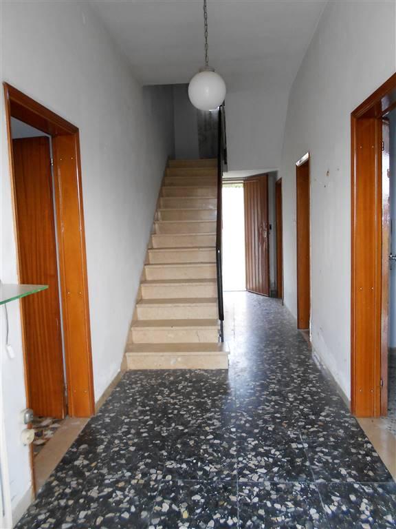 Soluzione Indipendente in vendita a Mordano, 9 locali, prezzo € 220.000   CambioCasa.it