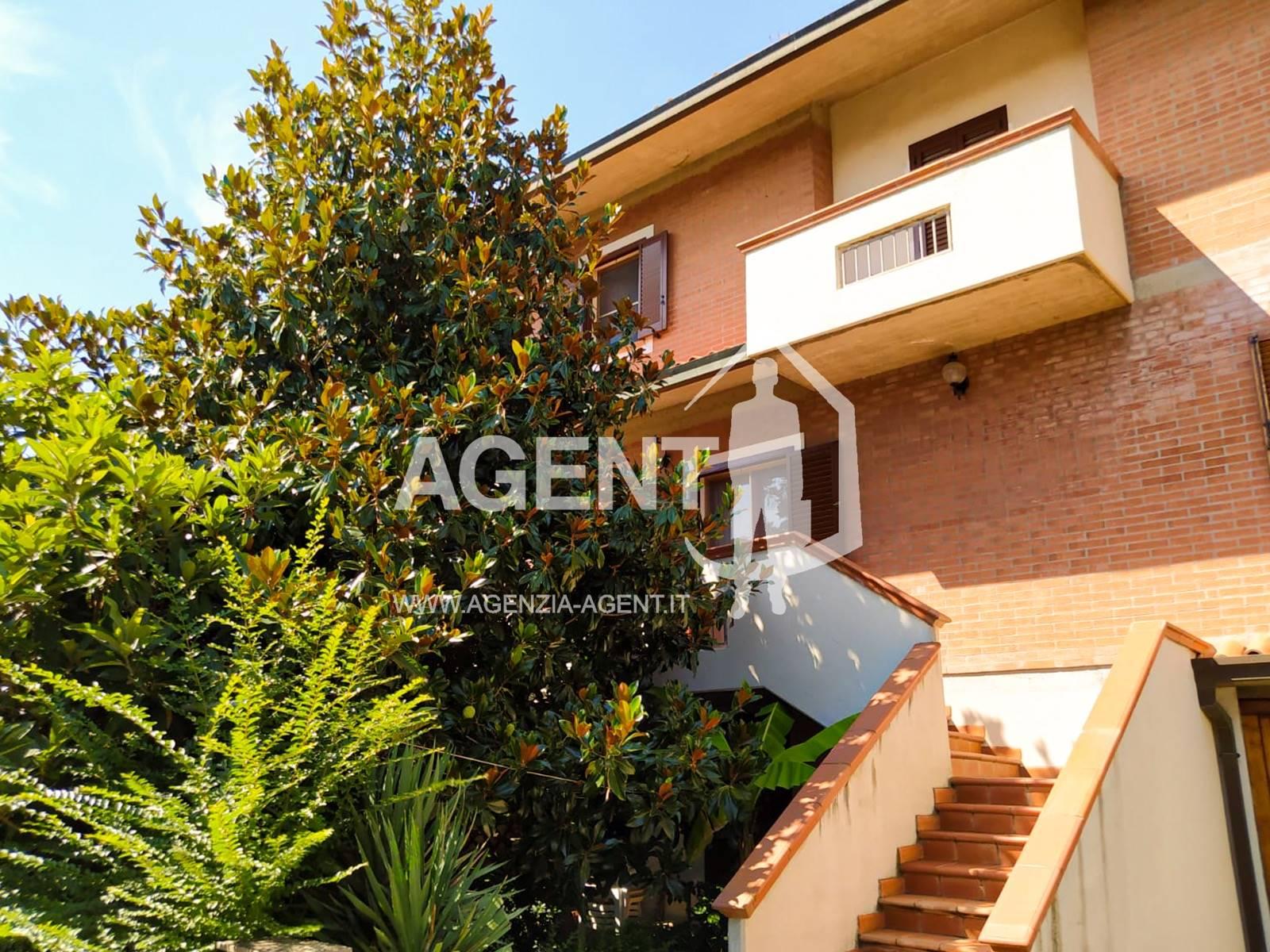 Villa a Schiera in vendita a Conselice, 8 locali, prezzo € 140.000 | CambioCasa.it