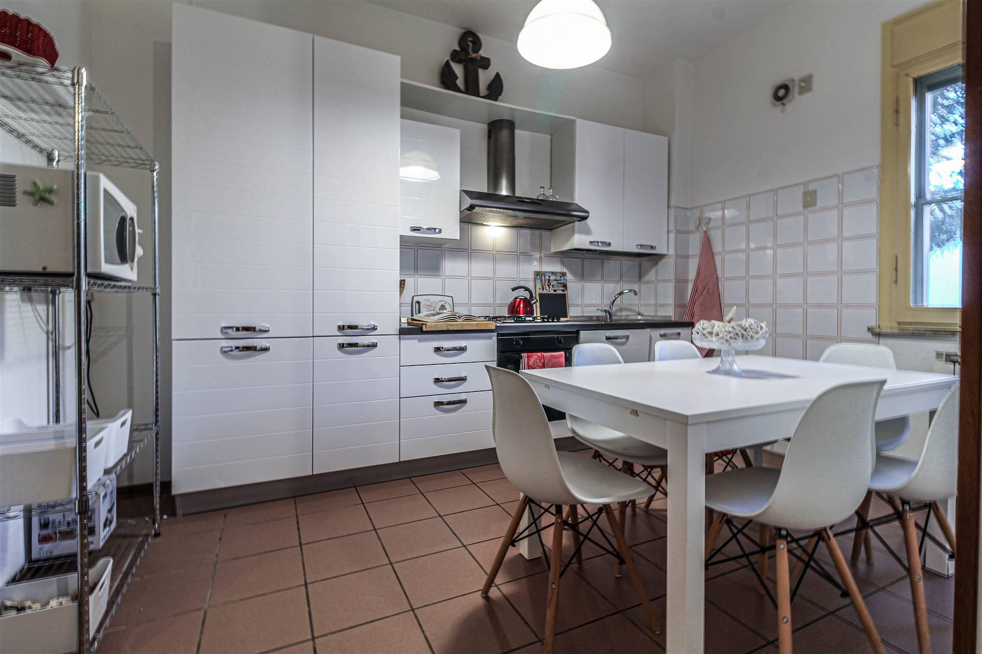Appartamento in vendita a Ravenna, 6 locali, zona Zona: Marina Romea, prezzo € 158.000 | CambioCasa.it