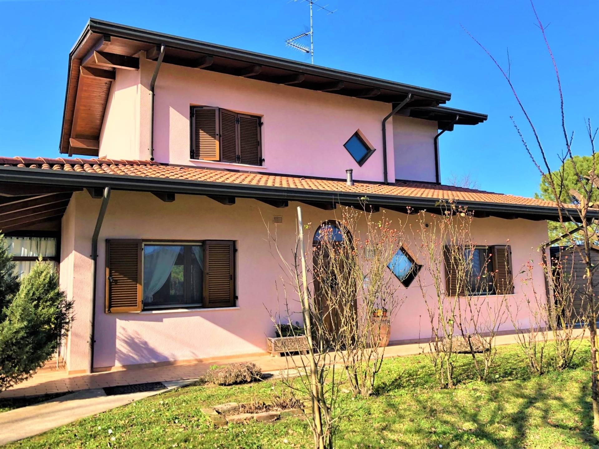Villa in vendita a Lugo, 8 locali, zona Località: VOLTANA, prezzo € 290.000 | CambioCasa.it