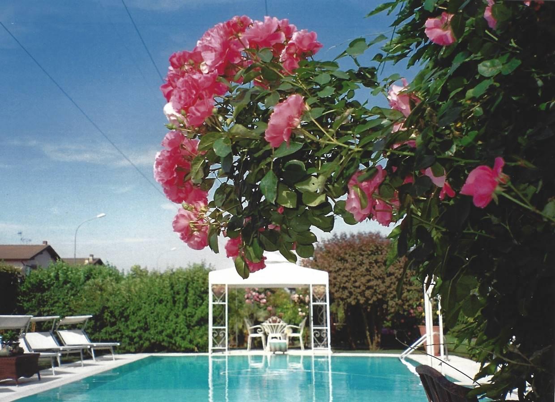 Villa Bifamiliare in vendita a Vellezzo Bellini, 7 locali, zona Zona: Giovenzano, prezzo € 960.000   CambioCasa.it