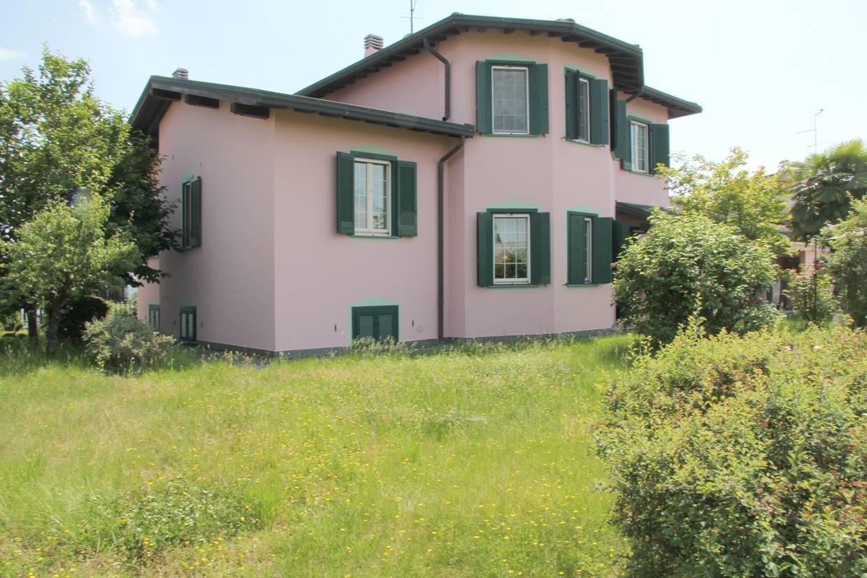 Villa in vendita a Vellezzo Bellini, 4 locali, zona Zona: Giovenzano, prezzo € 450.000   CambioCasa.it
