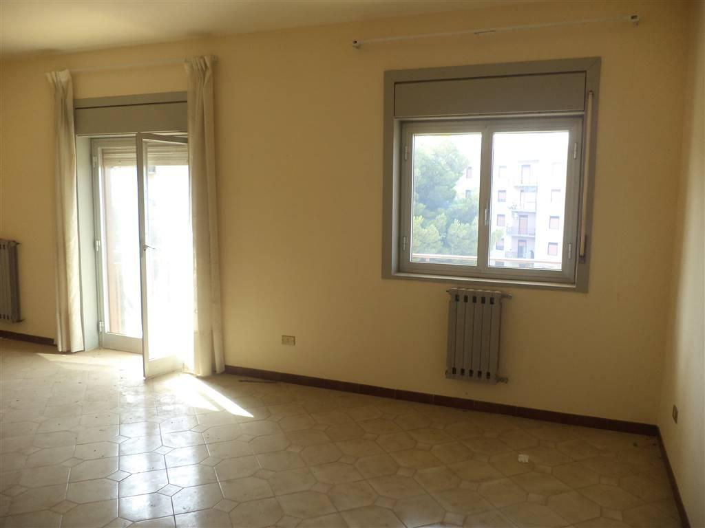 In località Perriera appartamento posto al piano terzo con ascensore con una metratura di 130 mq circa . L'appartamento necessita di qualche