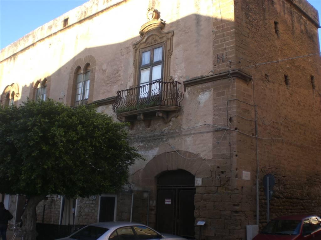 SCIACCA, Palazzo in vendita di 300 Mq, Da ristrutturare, Classe energetica: G, con ingresso autonomo, composto da: 10 Vani, Cucina Abitabile,