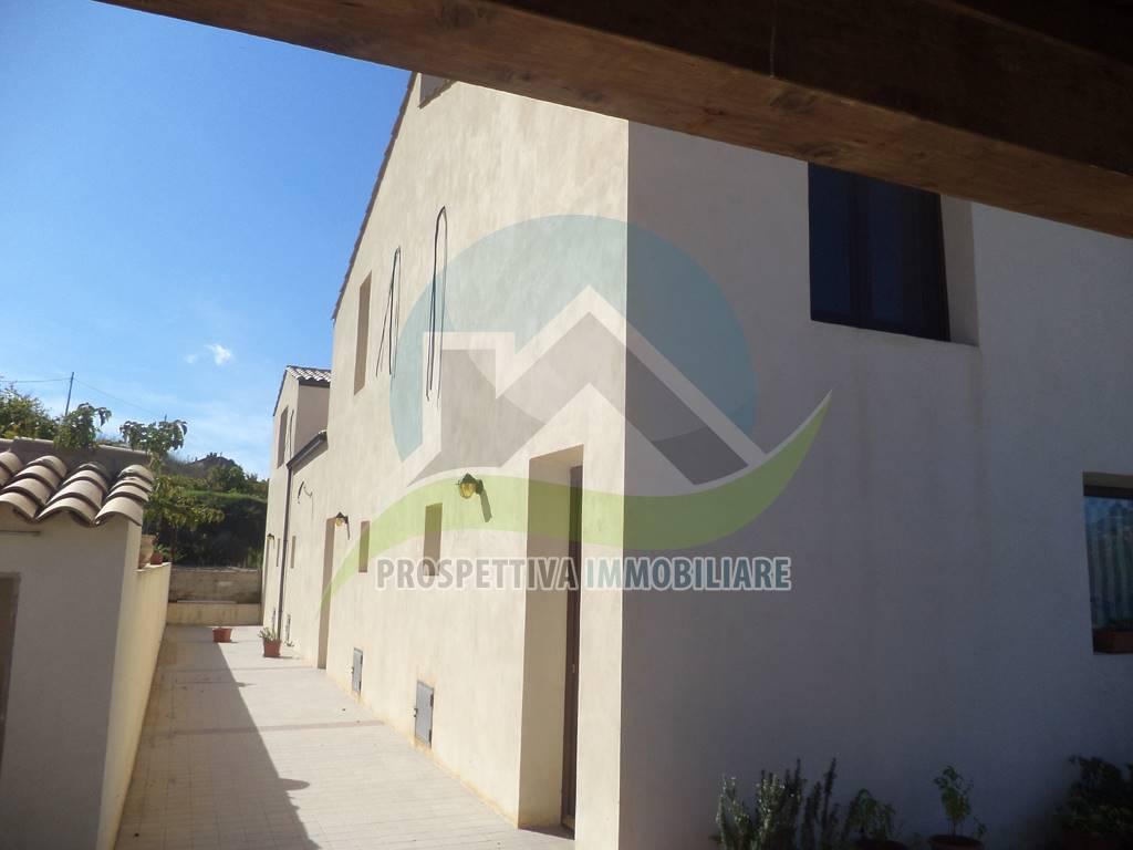 Agriturismo in vendita a Montallegro, 8 locali, Trattative riservate   CambioCasa.it