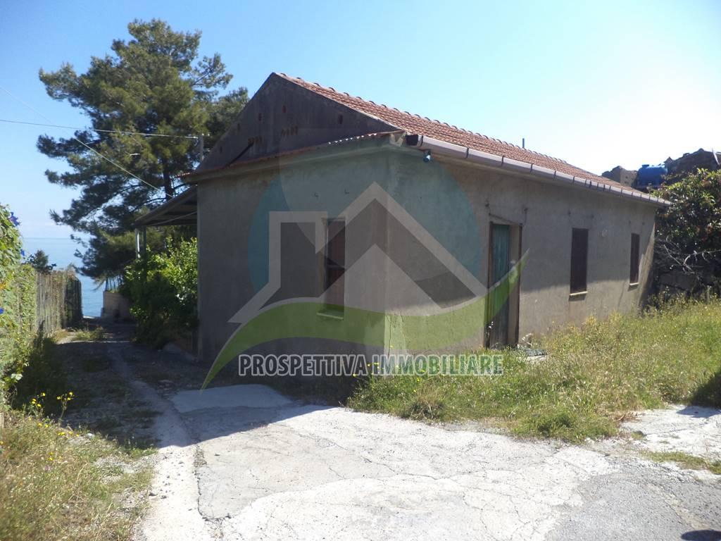 Villa in vendita a Tusa, 4 locali, zona Zona: Castel di Tusa, prezzo € 170.000 | CambioCasa.it