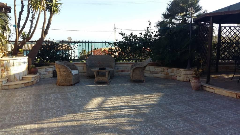 A San Marco proponiamo vendita villa di 110 mq circa tutta su un livello di recente costruzione piu un ampia terrazza che guarda il mare e una