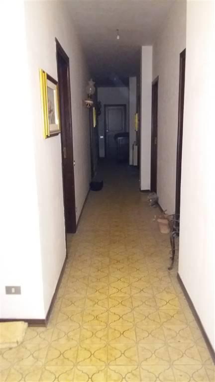 SCIACCA, Appartamento in vendita di 200 Mq, Abitabile, Classe energetica: G, posto al piano 2°, composto da: 7 Vani, Cucina Abitabile, 4 Camere, 2