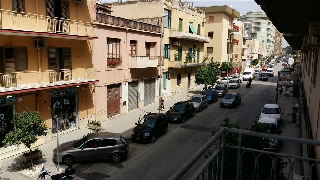 SCIACCA, Apartment for sale of 130 Sq. mt., Be restored, Energetic class: G, placed at 1°, composed by: 5 Rooms, Separate kitchen, 2 Bedrooms, 1