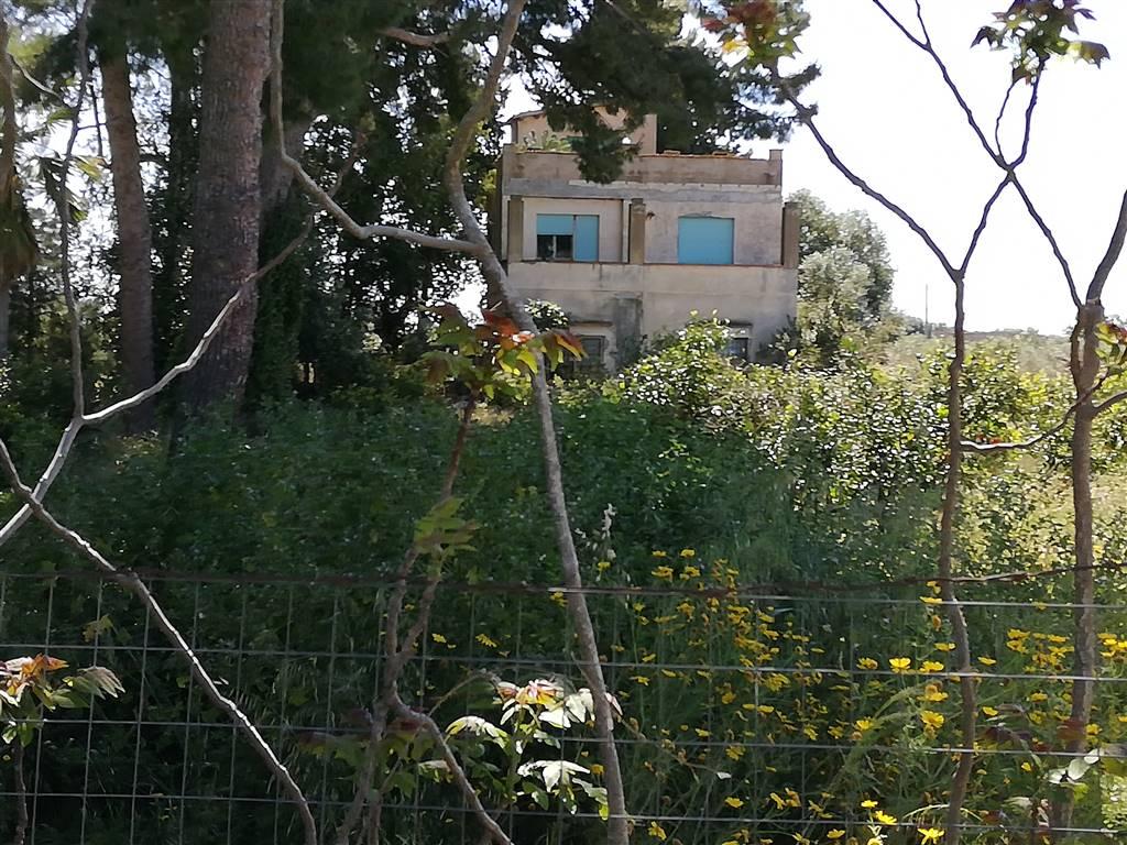 SCIACCA, Villa in vendita di 140 Mq, Da ristrutturare, Classe energetica: G, posto al piano Terra, composto da: 6.5 Vani, Angolo cottura, Soggiorno