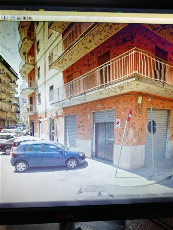 Nei pressi delle università e a pochi centinaia di metri dal civico , in prossimità del bar Accardi , proponiamo un appartamento di 120 mq circa ,