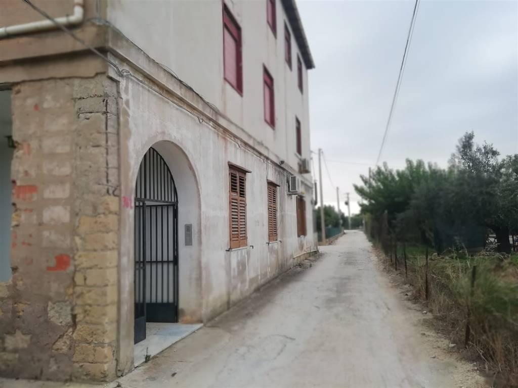 Appartamento in vendita di 90 Mq, Abitabile, Classe energetica: G, posto al piano 1°, composto da: 4 Vani, Cucina Abitabile, Soggiorno singolo, 2