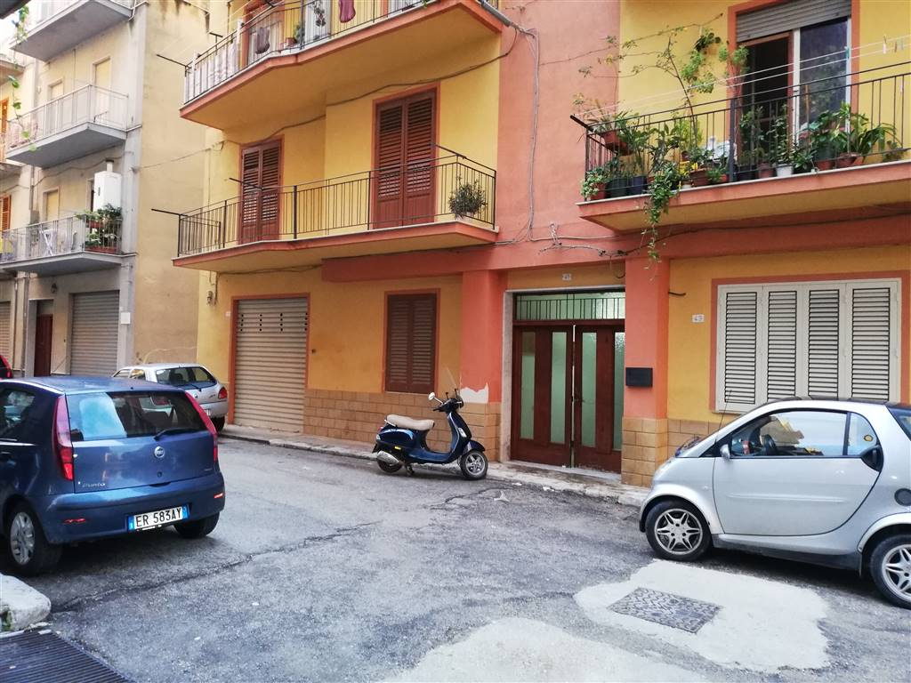 CENTRO STORICO, SCIACCA, Apartment for sale of 120 Sq. mt., Energetic class: G, placed at 1°, composed by: 6 Rooms, Separate kitchen, , 3 Bedrooms, 1
