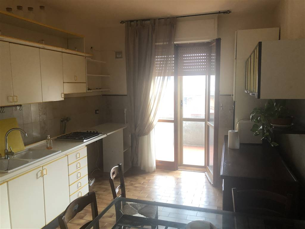 OSPEDALE, PRATO, Apartment for rent of 75 Sq. mt., Energetic class: G, placed at 4° on 6, composed by: 3 Rooms, Separate kitchen, , 1 Bedroom, 1