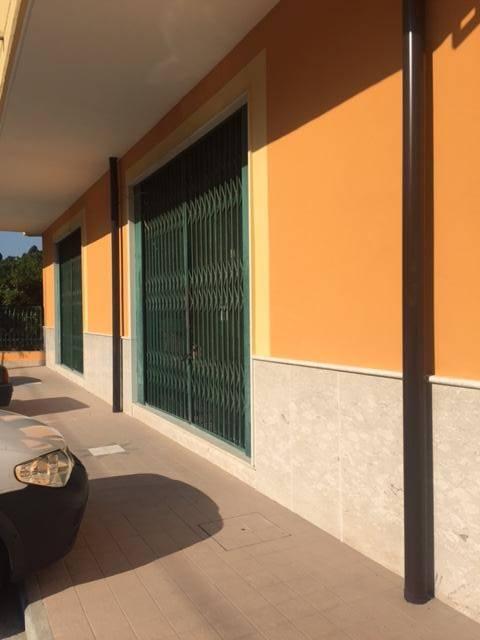 Negozio / Locale in affitto a Mercogliano, 2 locali, zona Zona: Torelli, prezzo € 1.000 | CambioCasa.it