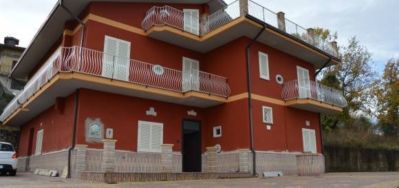 Villa in affitto a San Mango sul Calore, 7 locali, prezzo € 600 | CambioCasa.it