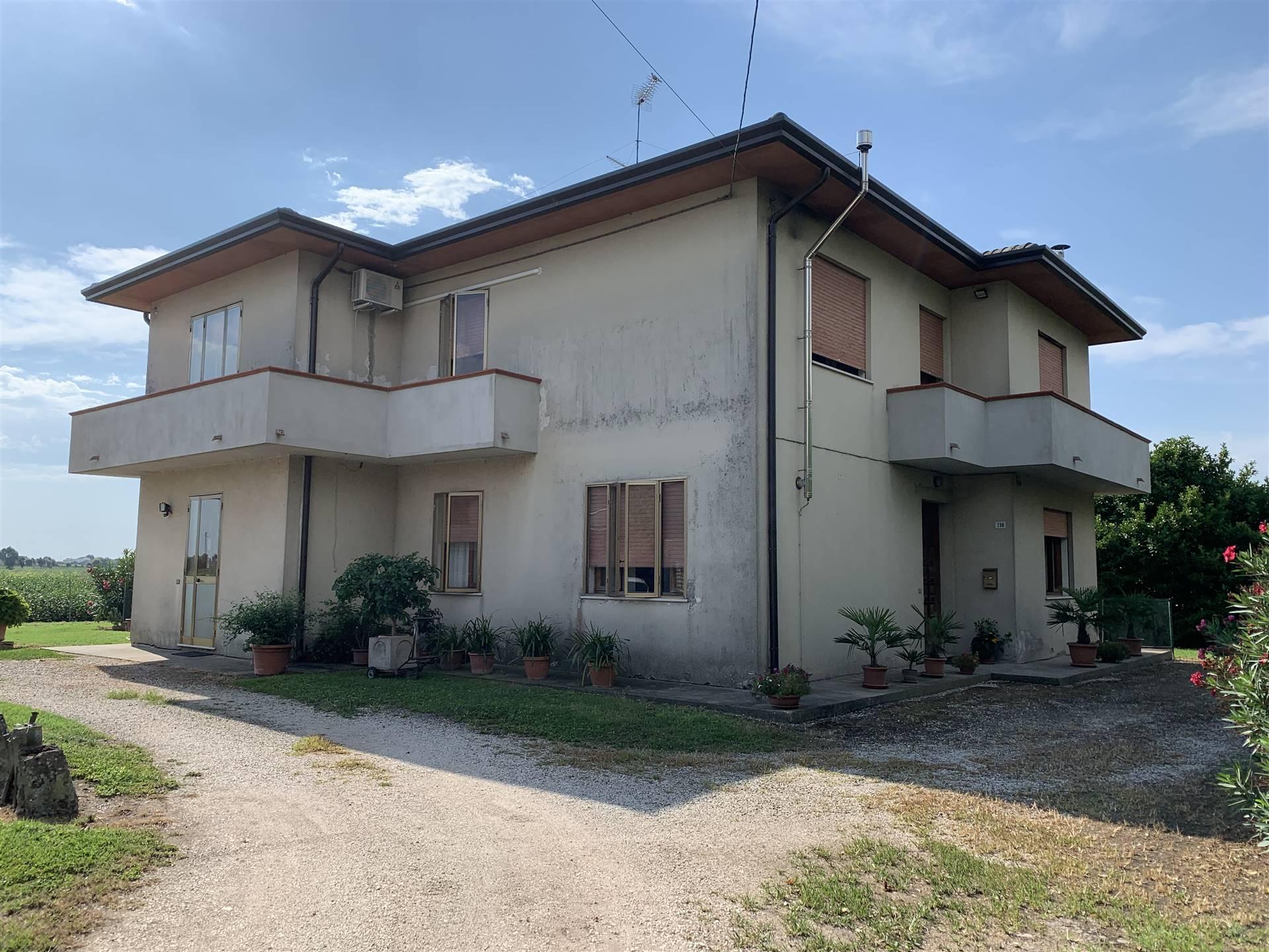 Casa singolaaLUSIA