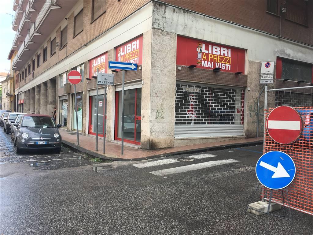 Negozio / Locale in affitto a Avellino, 2 locali, zona Zona: Centro, prezzo € 1.000 | CambioCasa.it