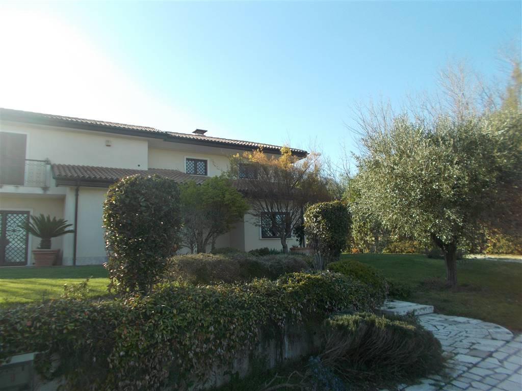 Villa in Via Pennini, Semicentro, Avellino