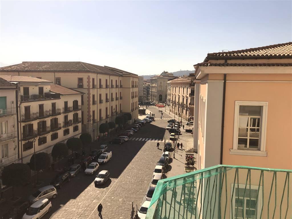Appartamento in affitto a Avellino, 4 locali, zona Zona: Centro, prezzo € 450 | CambioCasa.it