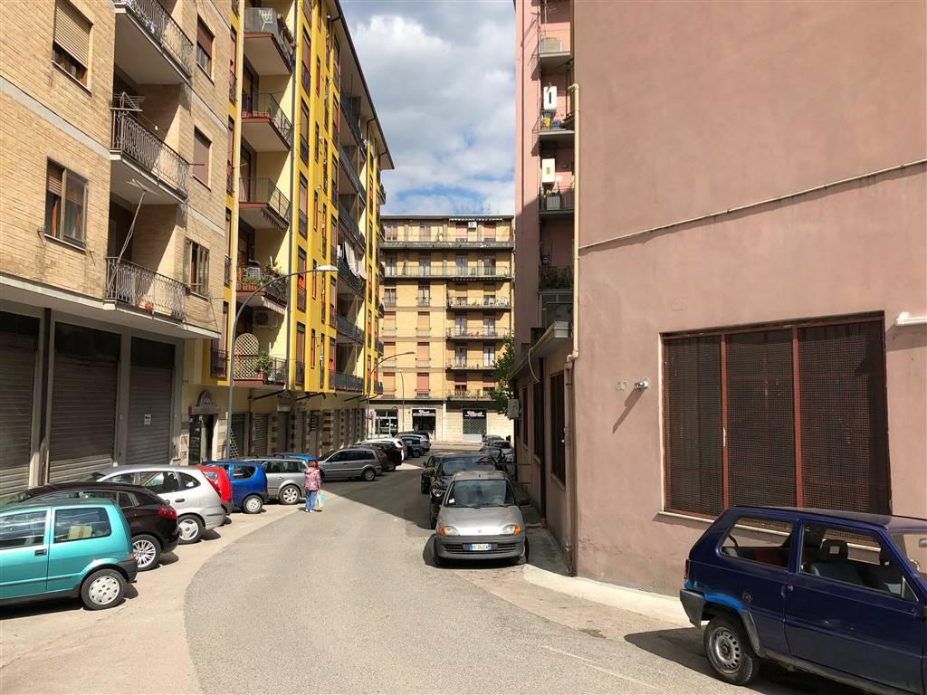 Negozio / Locale in affitto a Avellino, 9999 locali, zona Località: CAPOZZI, prezzo € 5.000 | CambioCasa.it