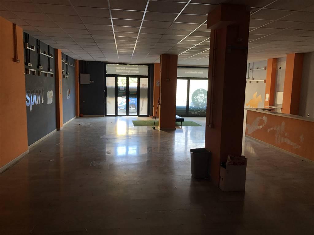 Negozio / Locale in affitto a Avellino, 3 locali, zona Località: COLOMBO, prezzo € 1.300 | CambioCasa.it