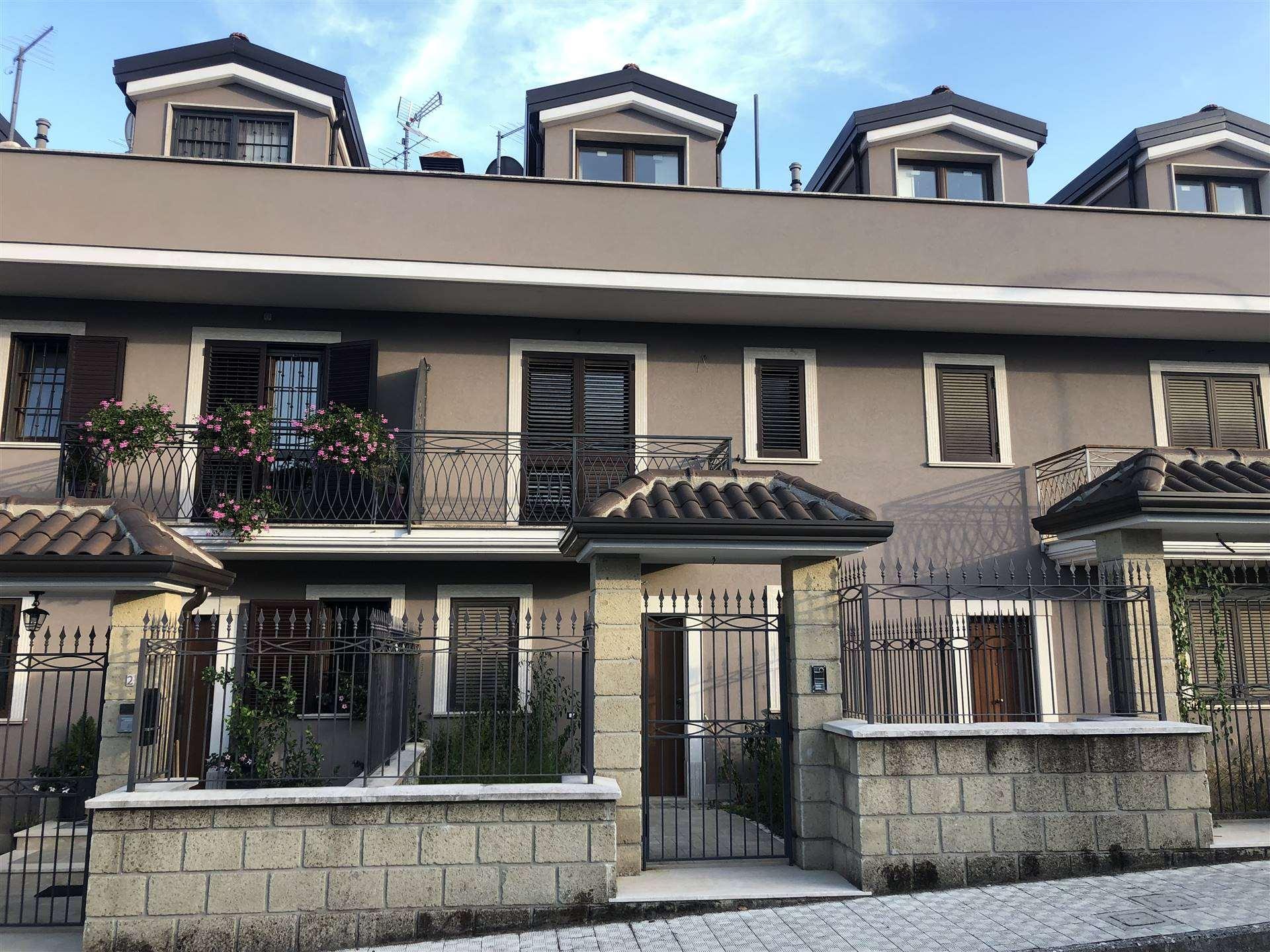 Villa a Schiera in affitto a Avellino, 6 locali, zona Zona: Semicentro, prezzo € 900 | CambioCasa.it