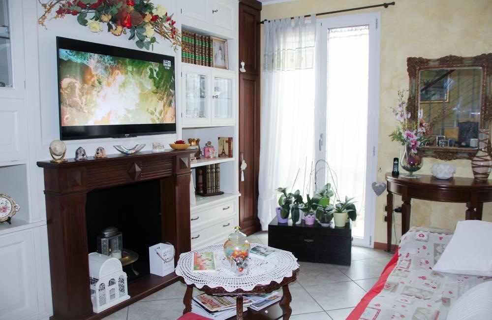 Villa, Viserba, Rimini, in ottime condizioni