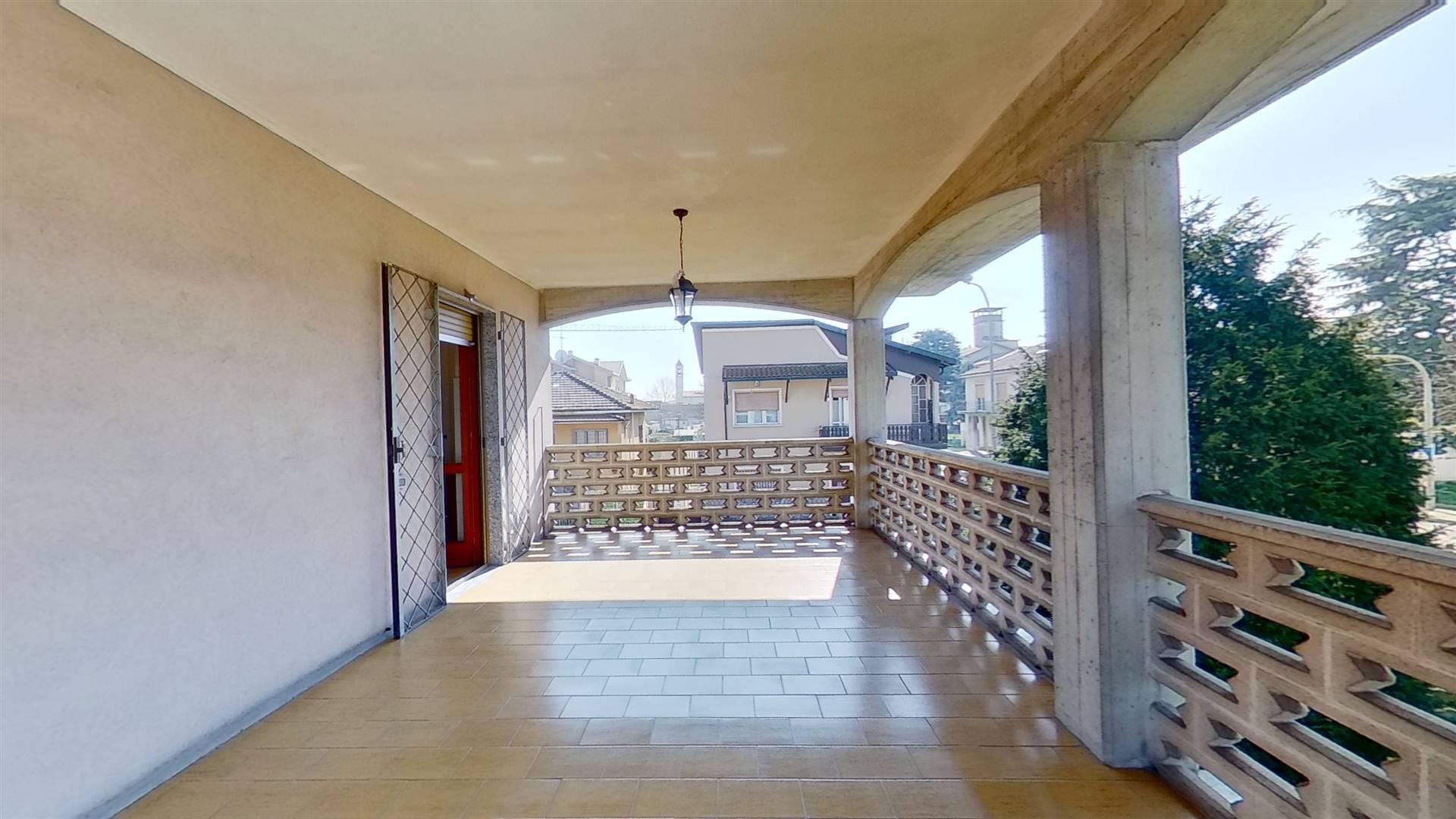 portico P1