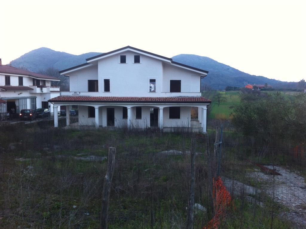 Villa Bifamiliare in vendita a Sant'Agata De' Goti, 12 locali, zona Zona: Bagnoli, prezzo € 250.000 | CambioCasa.it