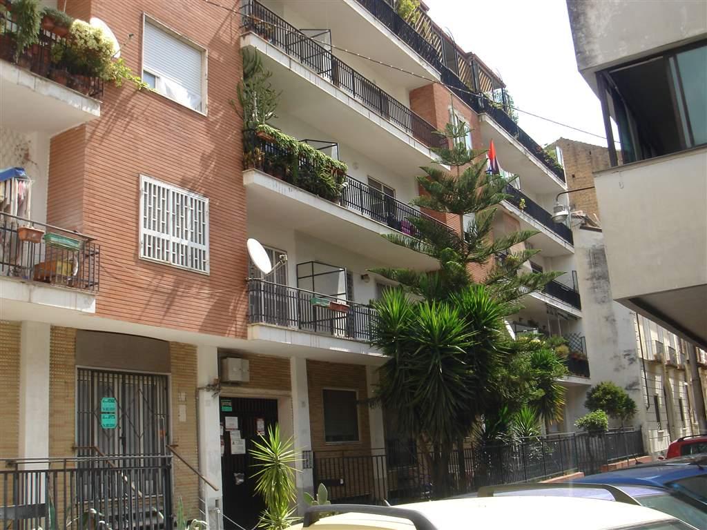 Locale commerciale in Via Sant'antantida 20, Centro, Caserta