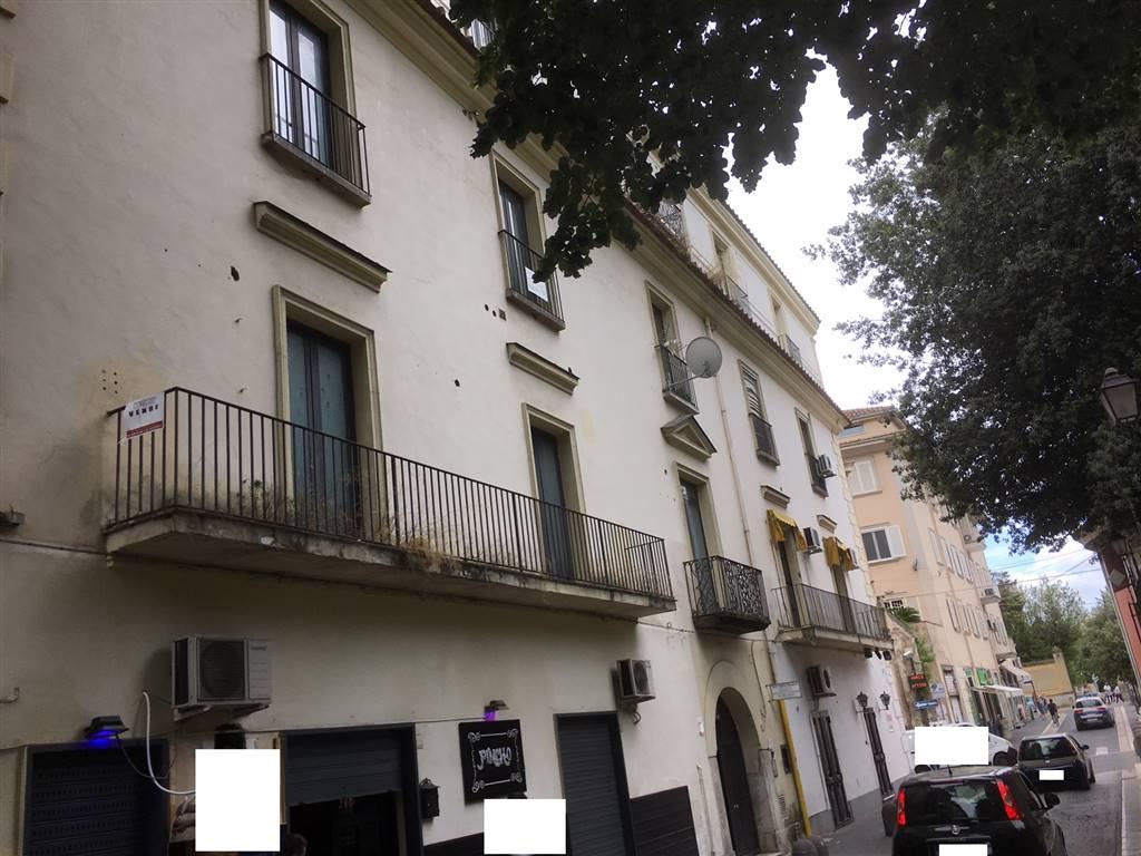 Trilocale in Via Gasparri 9, Centro, Caserta