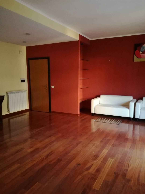 Appartamento in affitto a Caserta, 4 locali, zona Località: CASERTA 2 - (CENTURANO -CERASOLA -167, prezzo € 700 | CambioCasa.it