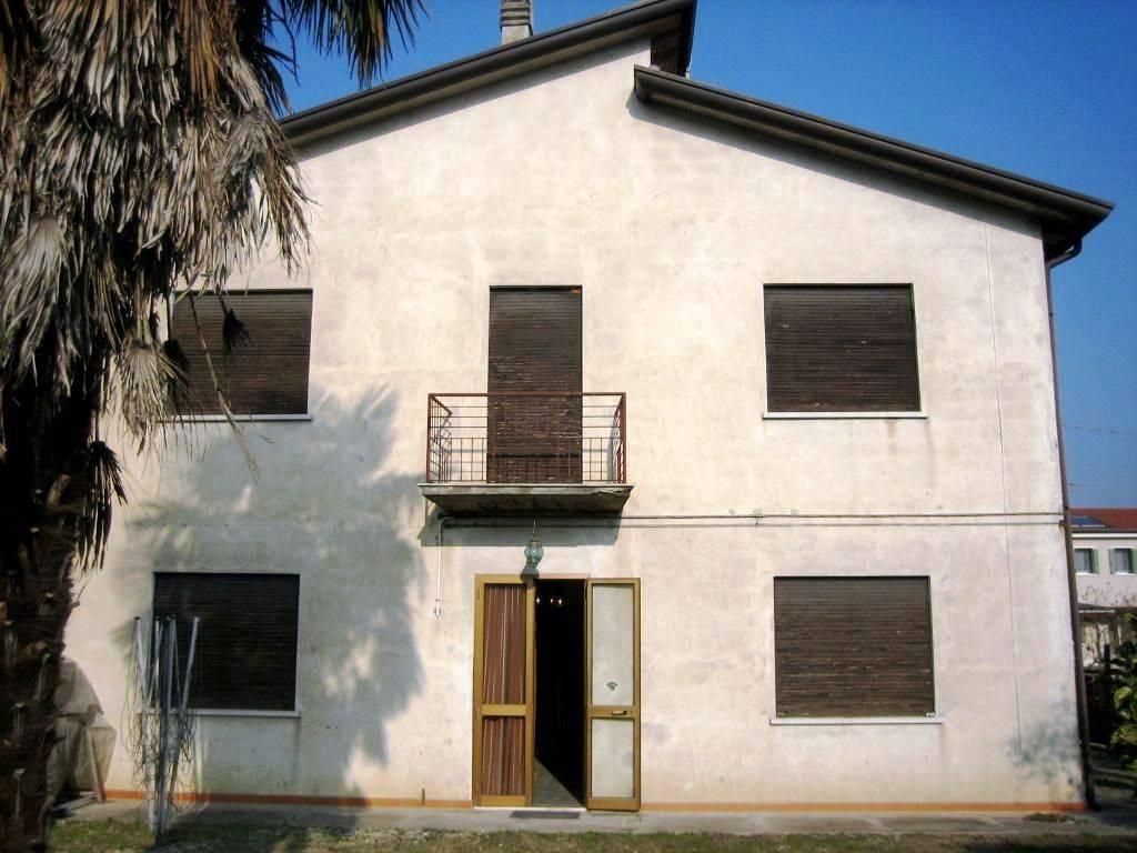 Bifamiliare, Mogliano Veneto, da ristrutturare