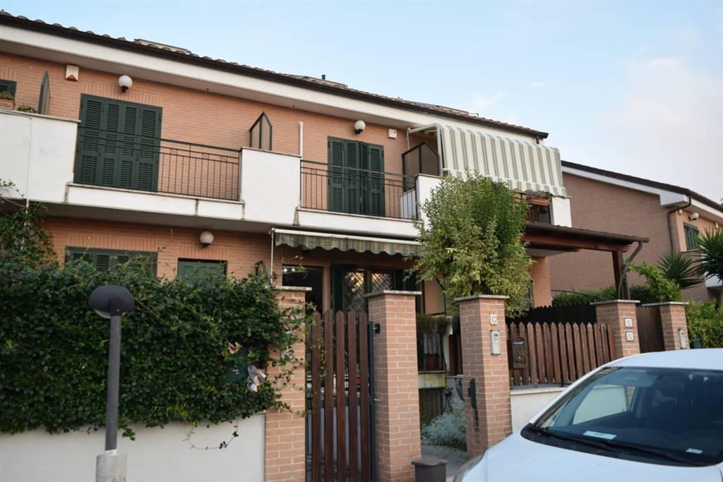 Villa a schiera in Via Giulio Cesare Graziani 19, Roma