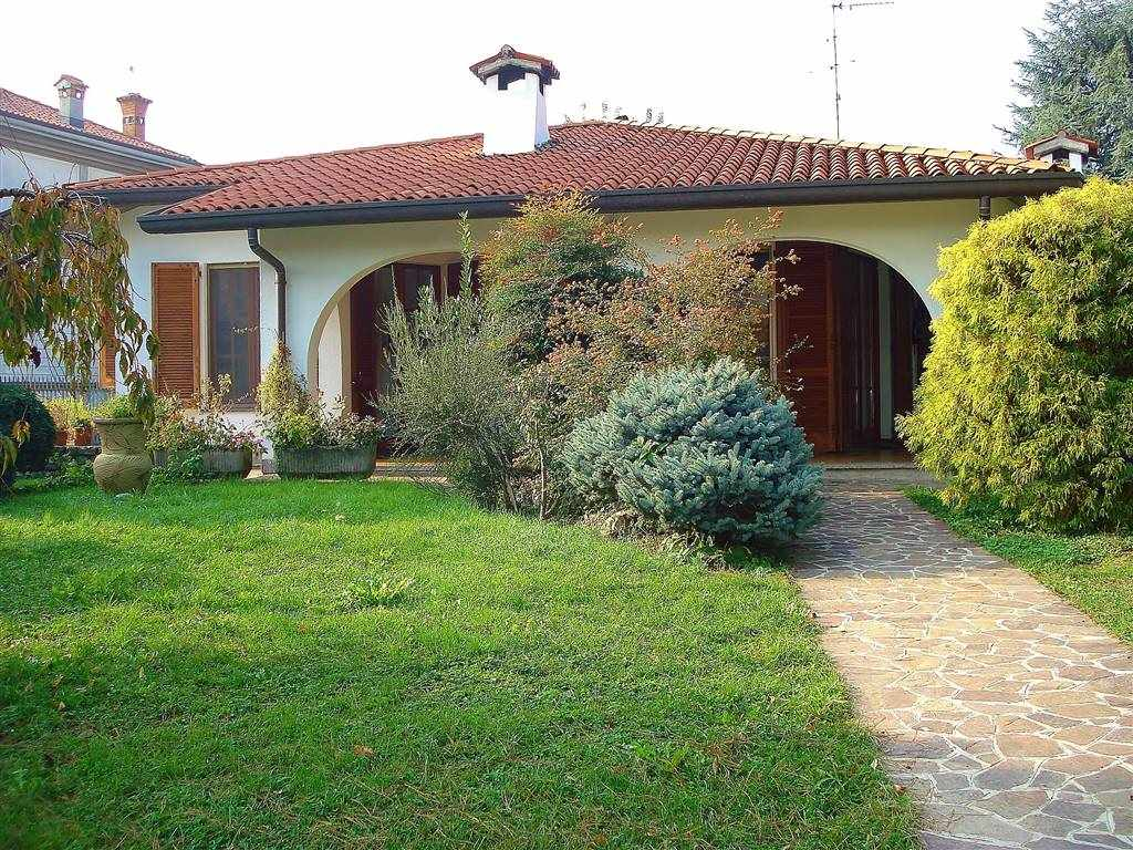 BRIGNANO GERA D'ADDA, Villa for sale of 381 Sq. mt., Excellent Condition, Heating Individual heating system, Energetic class: F, Epi: 233,75 kwh/m2