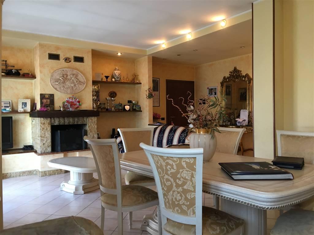 Appartamento in vendita a Cologno al Serio, 5 locali, prezzo € 159.000 | CambioCasa.it