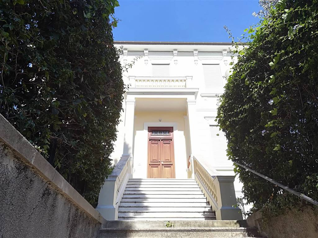 BORDIGHERA, Villa for sale of 600 Sq. mt., Habitable, Heating Individual heating system, placed at Ground on 1, composed by: 8 Rooms, Separate